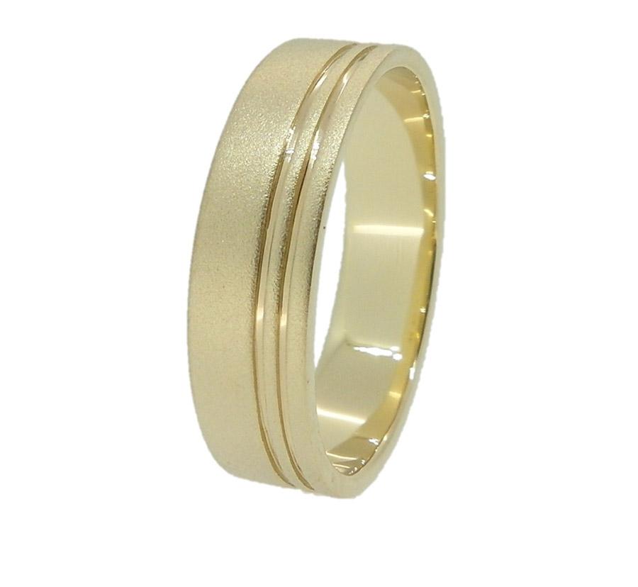 טבעת מחוספסת עם חריטות