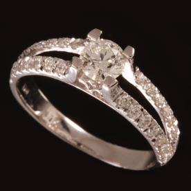 טבעת אירוסין עם חתך
