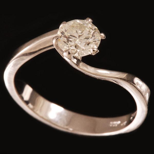 טבעת אירוסין אסימטרית יהלום עגול