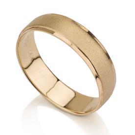 טבעת נישואין זהב צהוב אמצע מרוקע