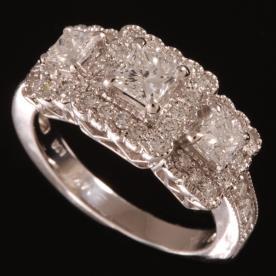 טבעת אירוסים עם יהלום מרובע