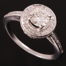 טבעת אירוסין דקה עם עיגול רחב