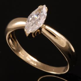 טבעת אירוסין יהלום בצורת שקד