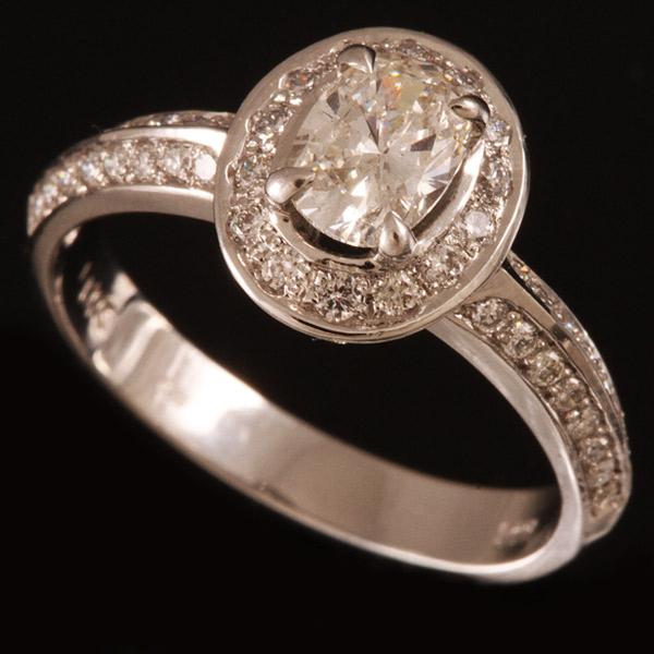 טבעת אירוסין יהלום אליפטי