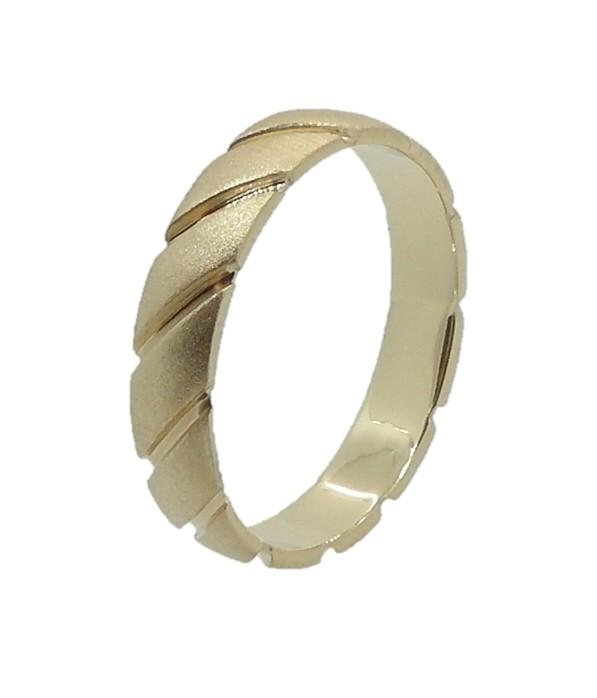 טבעת עם חריטות אלכסוניות