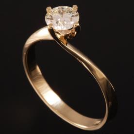 טבעת אירוסין זהב ויהלום מוגבה