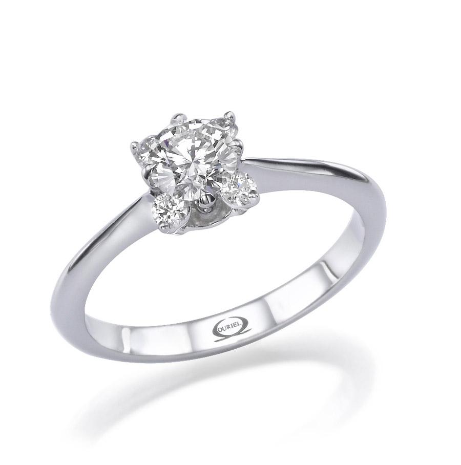 טבעת משובצת יהלום מרובע