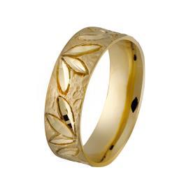 טבעת עם חריטות בדוגמת פרחים