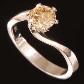 טבעת אירוסין יהלום כתמתם