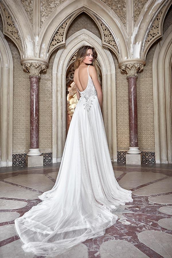 שמלת כלה קלאסית עם שובל