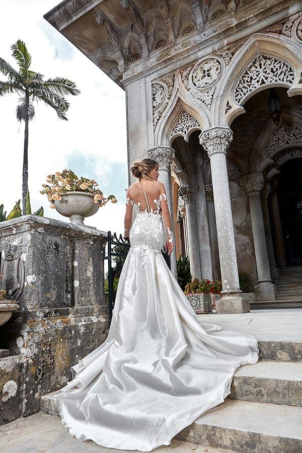 שמלת משי מרשימה לכלה