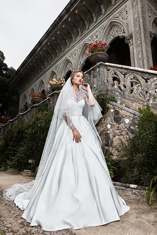 שמלת כלה נסיכותית עשויה משי