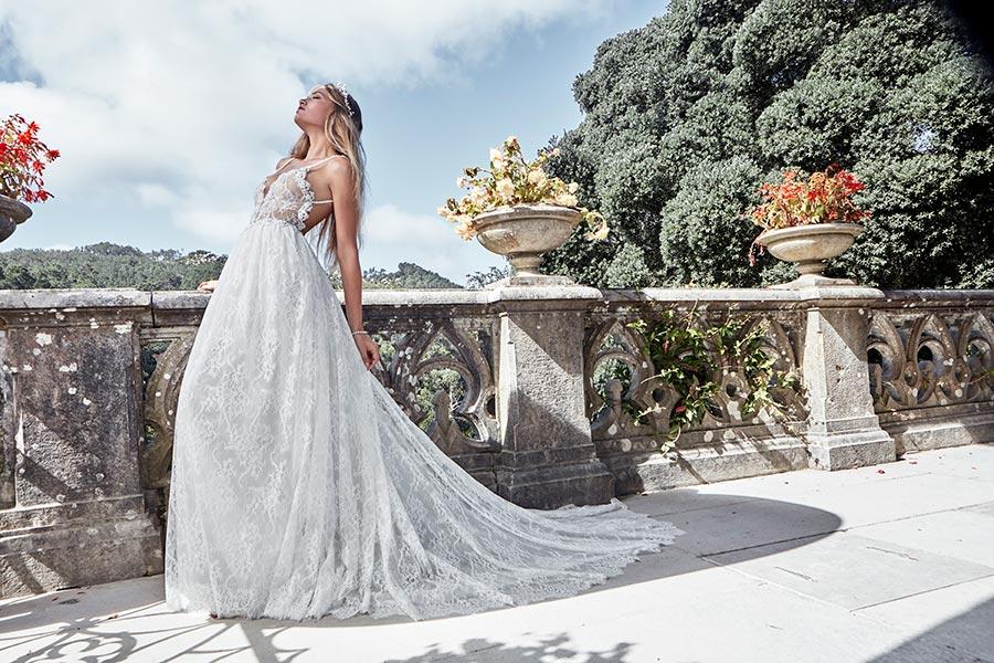 שמלת כלה אמפייר רומנטית מתחרה