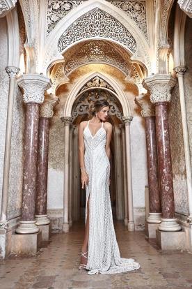 שמלת כלה תחרה עדינה עם שסע