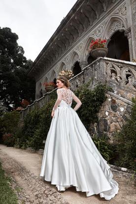 שמלת כלה נפוחה עשויה סאטן