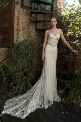 שמלת כלה שובל תחרה משולש