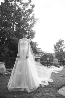 שמלת כלה קלאסית שקופה