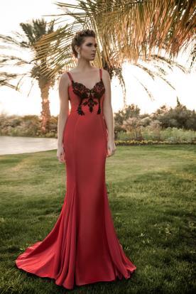 שמלת ערב אדומה ותחרה שחורה