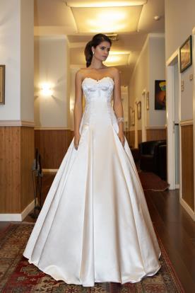 שמלת כלה סטרפלס נסיכתית סאטן