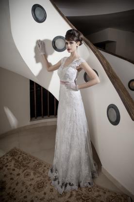 שמלת כלה תחרה וחגורה ורודה