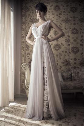 שמלת כלה בד כיווצים עדין ושסע