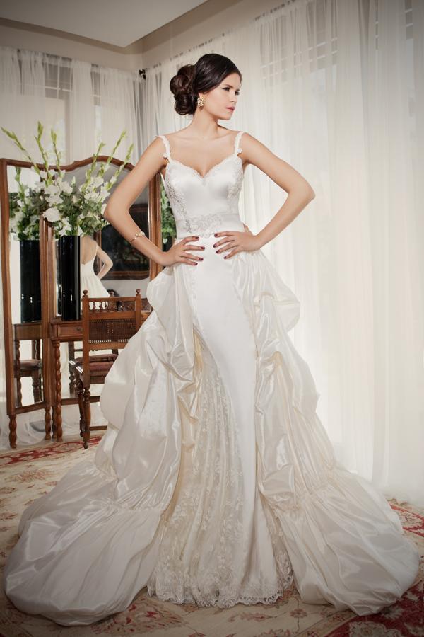 שמלת כלה ארוכה ושובל עשיר