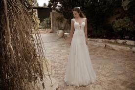 שמלת כלה רחבה ומחשוף