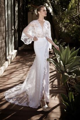שמלת כלה עם שרוולים רחבים ושסע