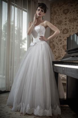 שמלת כלה סטרפלס מחוך נפוחה