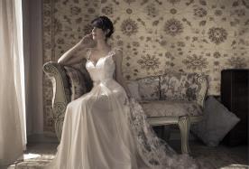 שמלת כלה וינטג' עם חגורת חרוזים