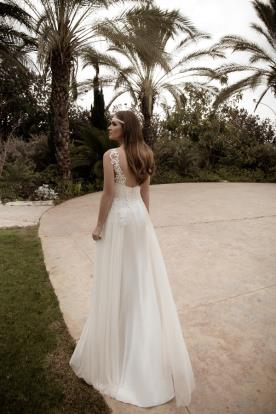 שמלת כלה עדינה גב חשוף