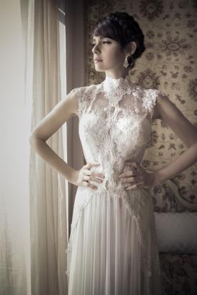 שמלת כלה צווארון סגור עשיר