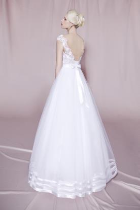 שמלת כלה נפוחה בסגנון קלאסי