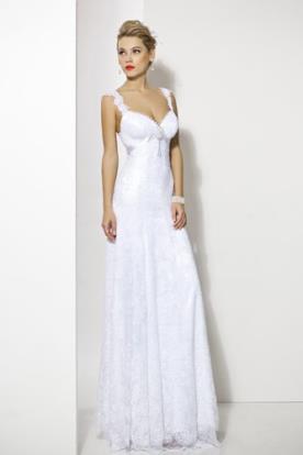 שמלה כפרית עם תכשיט עדין