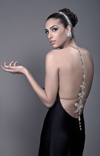 שמלת ערב עדינה עם תכשיט בגב