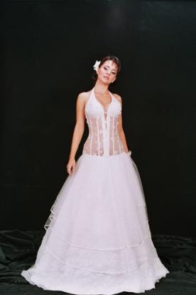 שמלת כלה מחוך עם מחשוף V