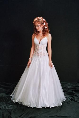שמלת כלה מחוך למראה נסיכתי