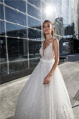 שמלה מתנפחת עם חגורה