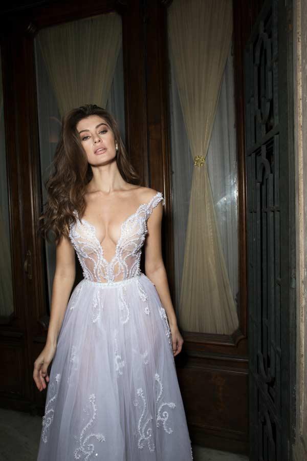 שמלה נועזת