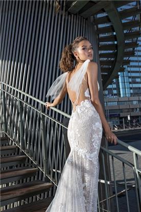 שמלה עם תחרה