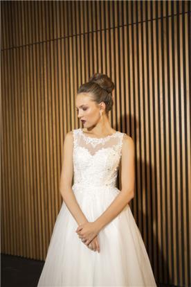 שמלת כלה: שמלה עם כתפיות עבות, קולקציית 2016, שמלה בסגנון רומנטי, שמלה עם תחרה, שמלה בצבע לבן - מדמוזאל וי - mademoiselle v