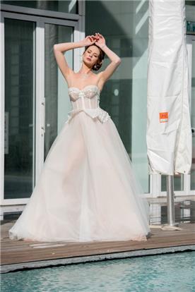 שמלת כלה נועזת