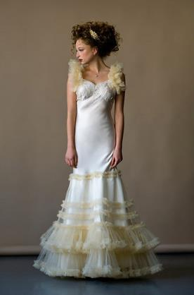 שמלת כלה עם טול צהבהב