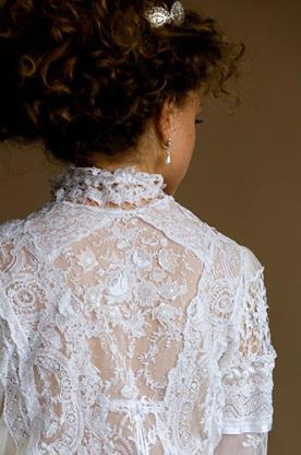 שמלת כלה צנועה גב תחרה