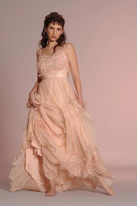 שמלת כלה אוורירית ורודה