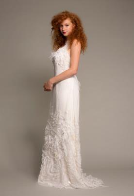 שמלת כלה בוהמיינית נוצות עדינות