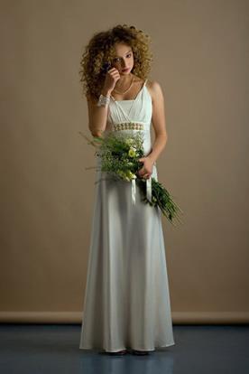 שמלת כלה עדינה משי שמנת