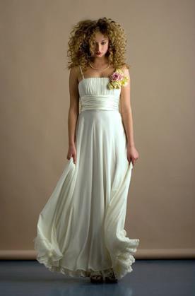 שמלת כלה: שמלת שיפון, שמלה עם כתפיות דקות, שמלה עם חגורה במותן, שמלה בסגנון רומנטי, שמלה בסגנון קלאסי, שמלה בסגנון עדין, שמלה עם תחרה, שמלת משי, שמלה בגזרת A, שמלה בגזרה גבוהה, שמלה בצבע שמנת, שמלת מקסי - בראשית