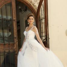 שמלת כלה נפוחה עם תחרה וטול