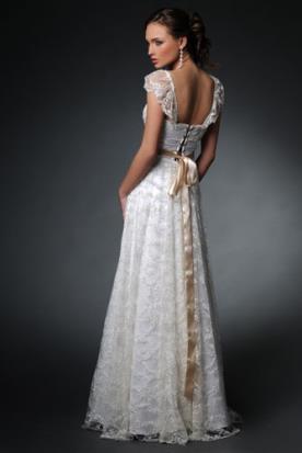 שמלת כלה כפרית עם גב מחוך